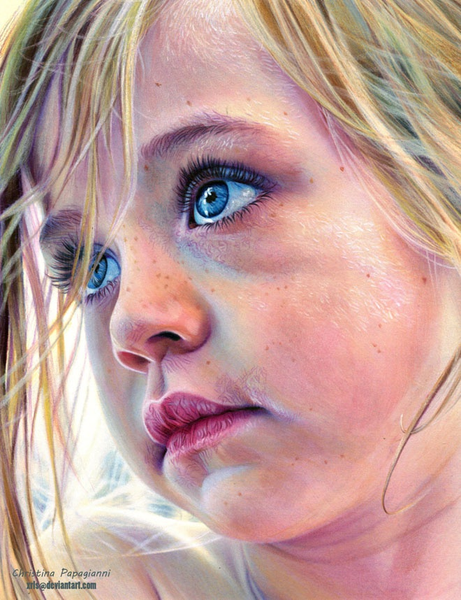 Светловолосая голубоглазая девочка