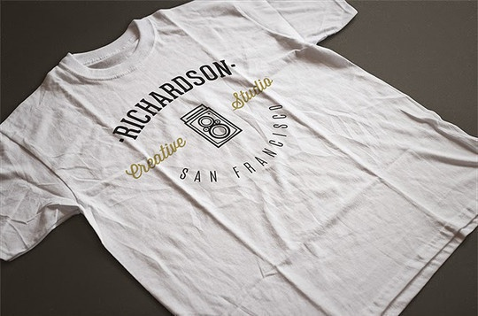 Фотореалистичный макет футболки