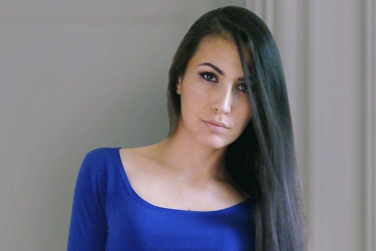 Фрилансер и веб-дизайнер Дамира Довлатова