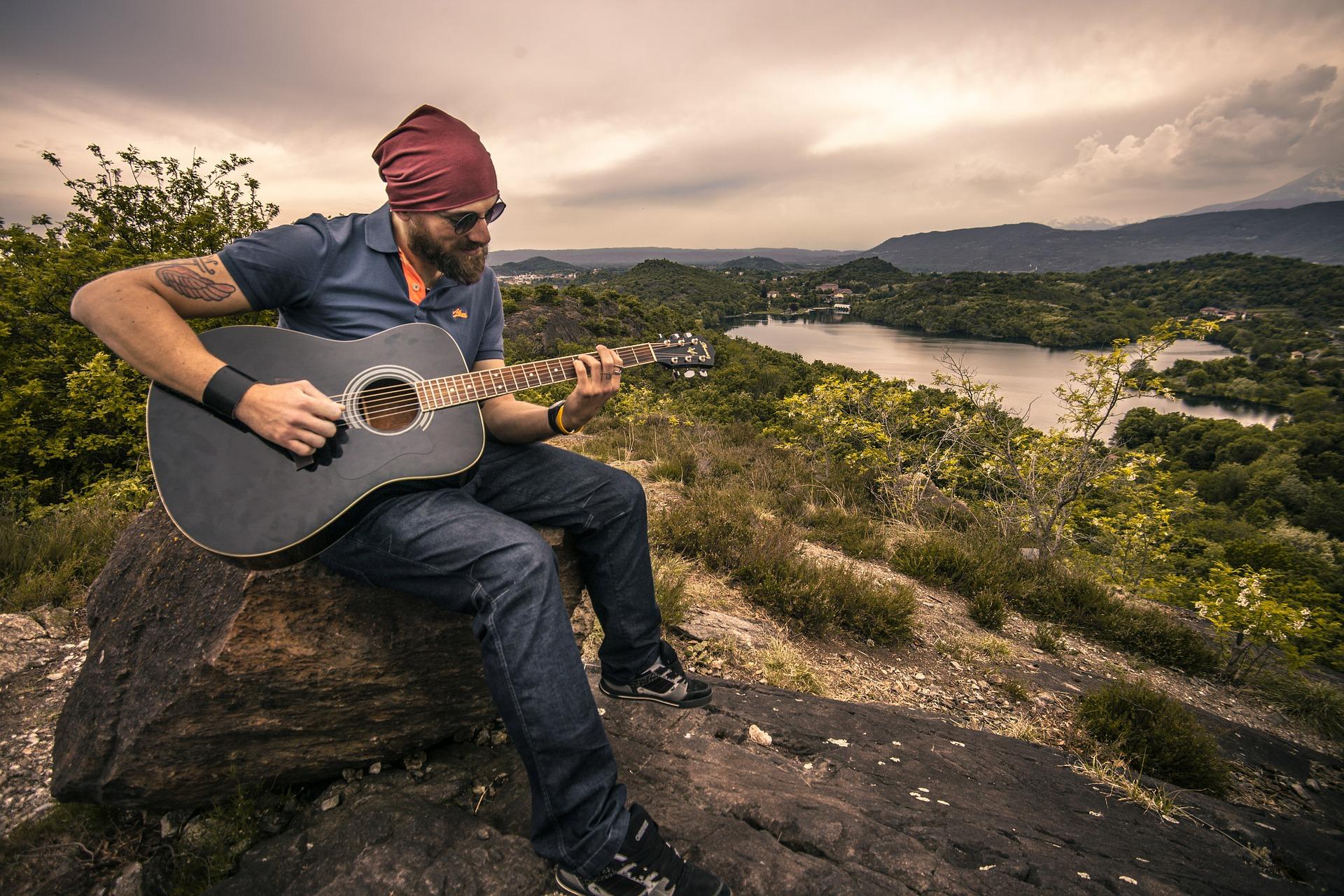 парень гитара мужчина природа дерево  № 3470186 бесплатно