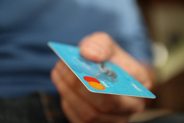 Пользователи Etxt.ru смогут выводить деньги на банковские карты