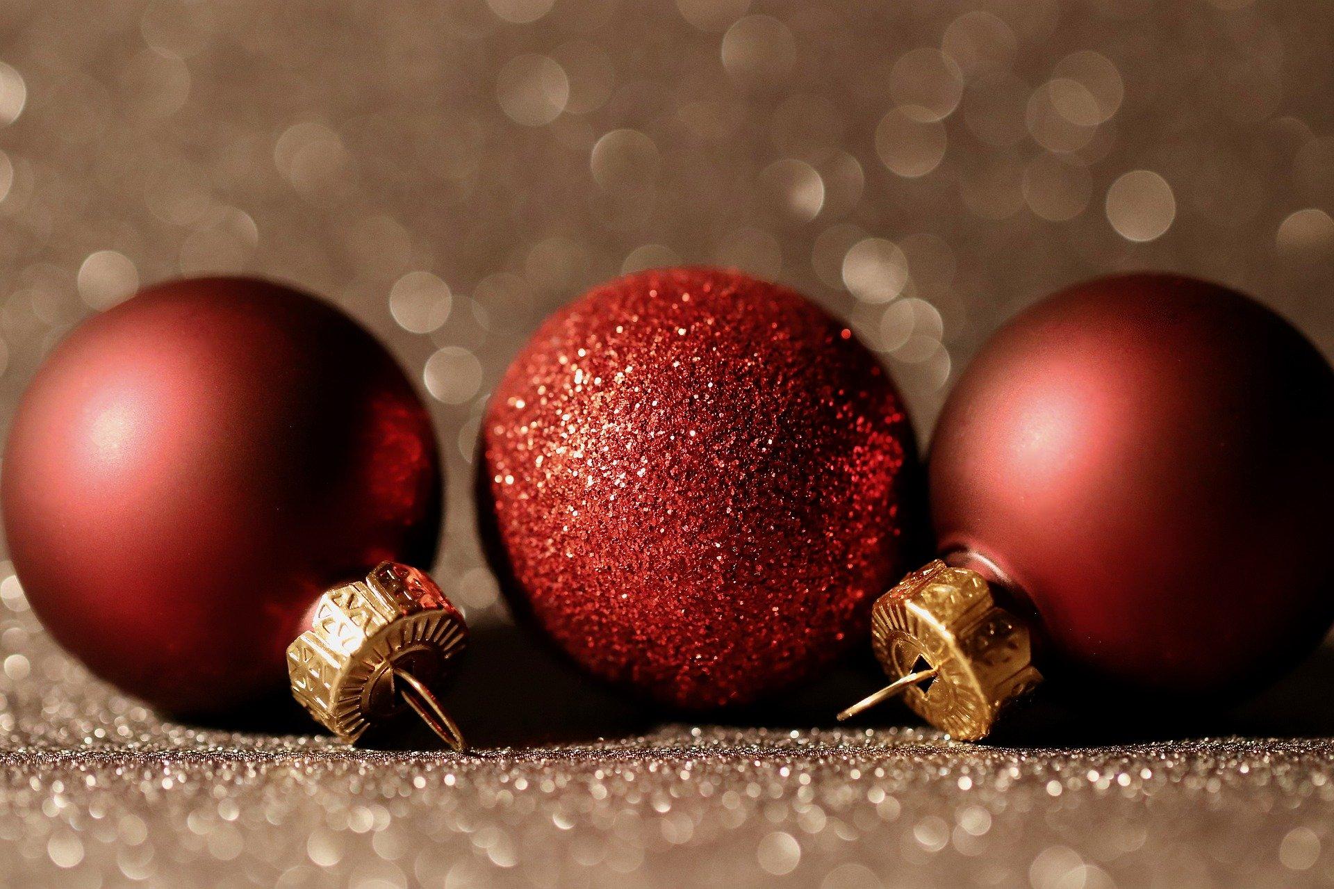 Freelance.RU поздравляет с Рождеством и наступающим Новым Годом!