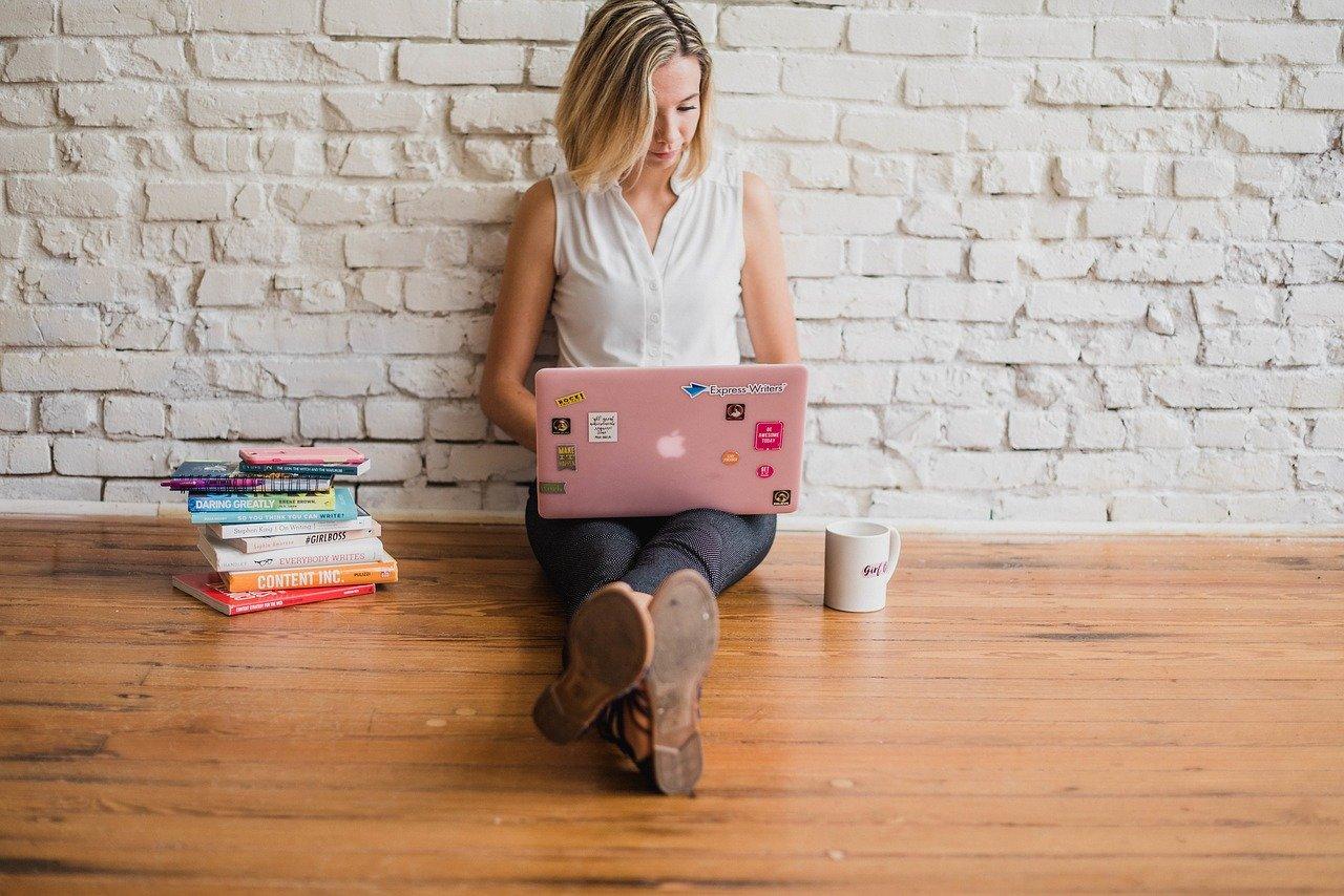 Когда стоит нанимать внештатных авторов для блога (за и против)